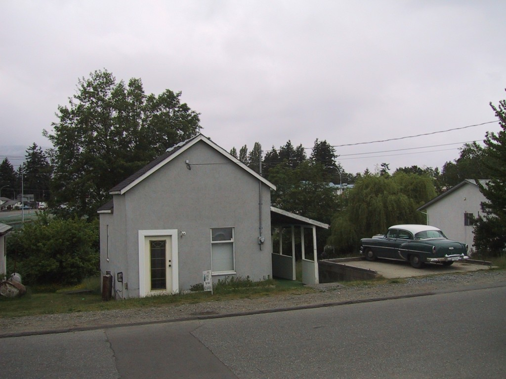 Picture: Our house in Nanaimo circa 2003.