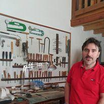 Maurizio Tadioli in his worshop in Cremona